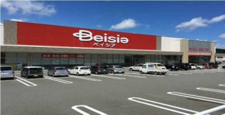 スーパー ベイシア掛川店 270m(徒歩4分) 9:00~20:00の営業時間で、クリーニング店も併設されています。