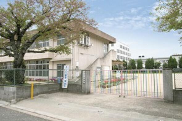 幼稚園・保育園 徒歩14分(約1110m)。創立106年の歴史と伝統に輝く幼稚園。友達や先生と楽しさを共有できるような体験を積み重ね「やさしくたくましい子」をめざして取り組んでいます。加古川小学校の東側にあります。