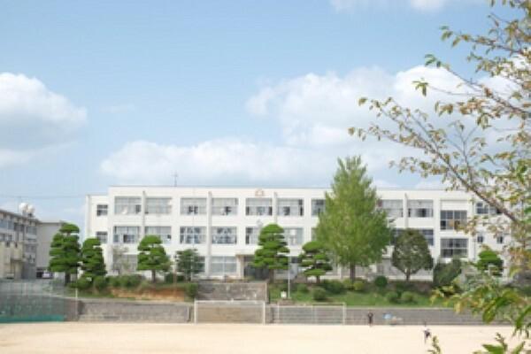中学校 【厚南中学校】徒歩7分(約500m)