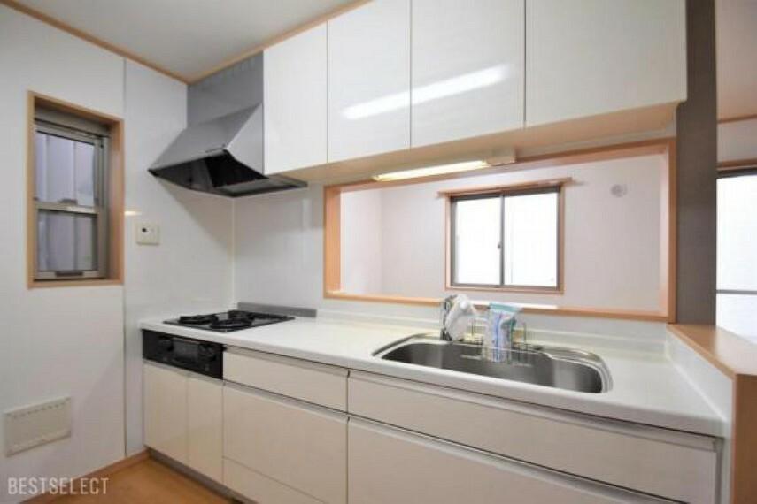 キッチン スライド型収納はたっぷりしまえるのでキッチン周りもスッキリします