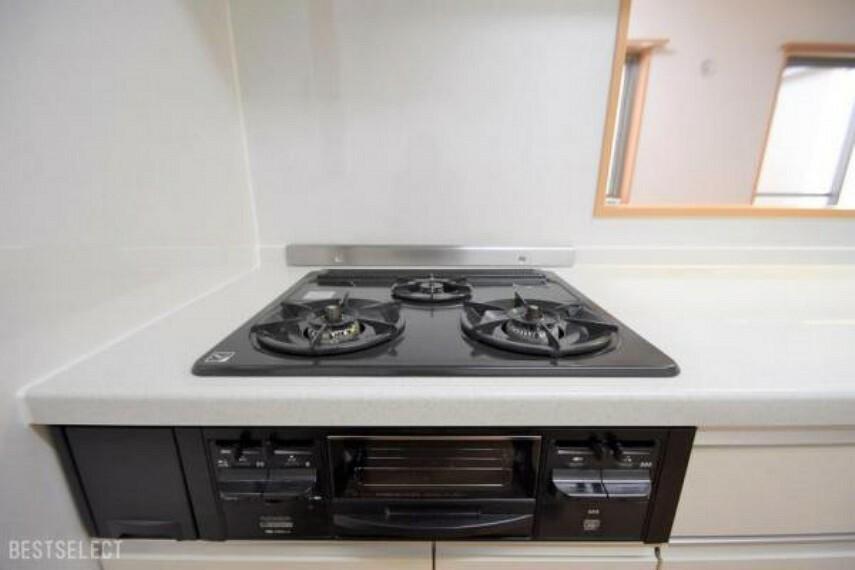 キッチン お料理の幅が広がる3口コンロ