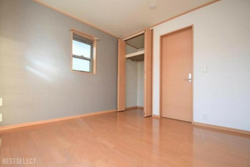 プライベート空間もゆったり過ごせる全居室6帖以上の広さ:洋室約6.1帖