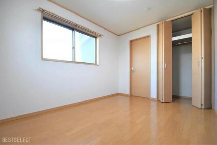 部屋ごとに設けた収納は住みやすさへのこだわり:洋室約6.0帖