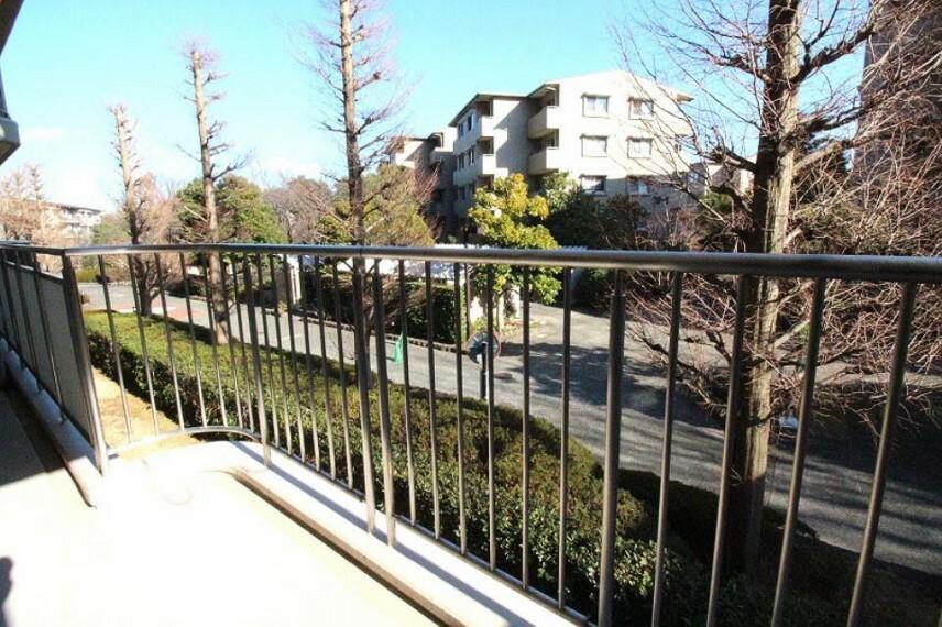 眺望 三方角部屋&二面バルコニーに着き日当たり・通風良好です。