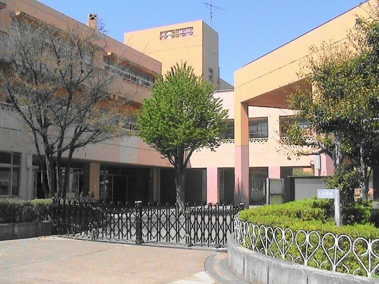 小学校 横浜市立荏田南小学校(徒歩6分です。小さなお子さまでも無理なく通える距離です。安心して送りだせますね。)