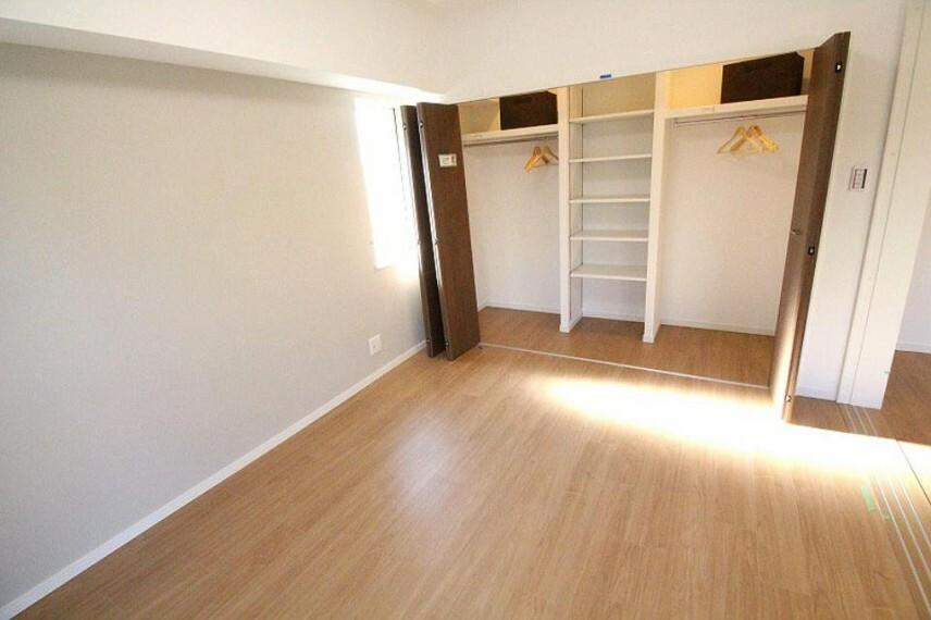 各部屋には収納があるので、収納家具を置く必要がなく、お部屋を好きなようにレイアウトできますね!