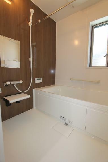 浴室 うれしい浴室暖房乾燥機付きのお風呂です。