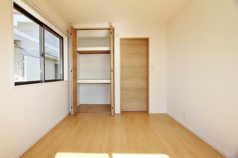 洋室 2階南側6帖の洋室です。