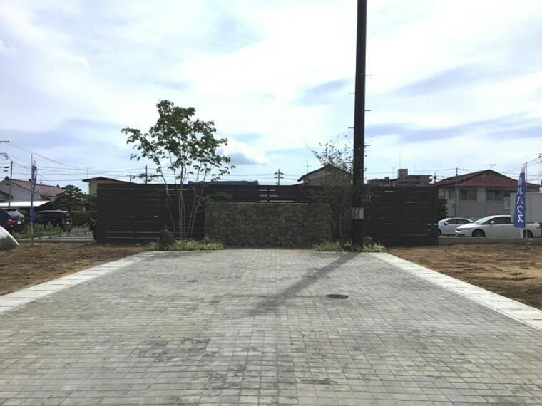 現況写真 現地写真(2020年6月撮影)分譲地内インターロッキングブロック舗装道路