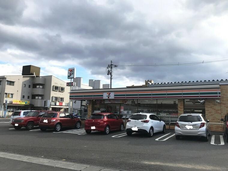 コンビニ 現地1号地を起点に約270m、徒歩4分(2019年12月撮影) 24時間営業のコンビニも身近にあります。