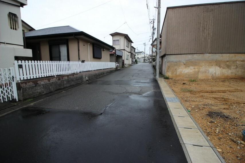外観・現況 幹線道路から一本入った現地は想像以上に静かです