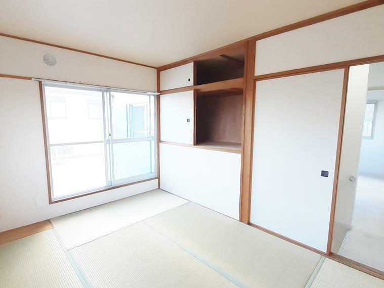和室 階段上を有効利用した収納スペースがあり便利です