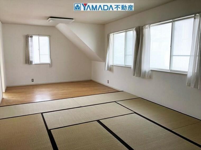 広々とした和室は約10帖あり、のんびりとくつろげます