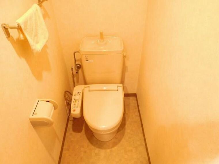 トイレ トイレには快適な温水洗浄便座付です