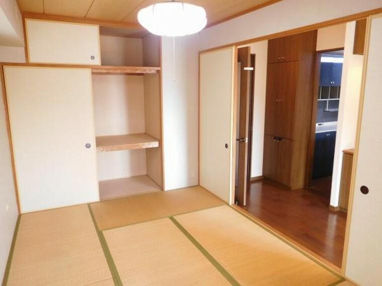 井草の香りが心地より和室、寝室や客間としても使える6帖の和室です