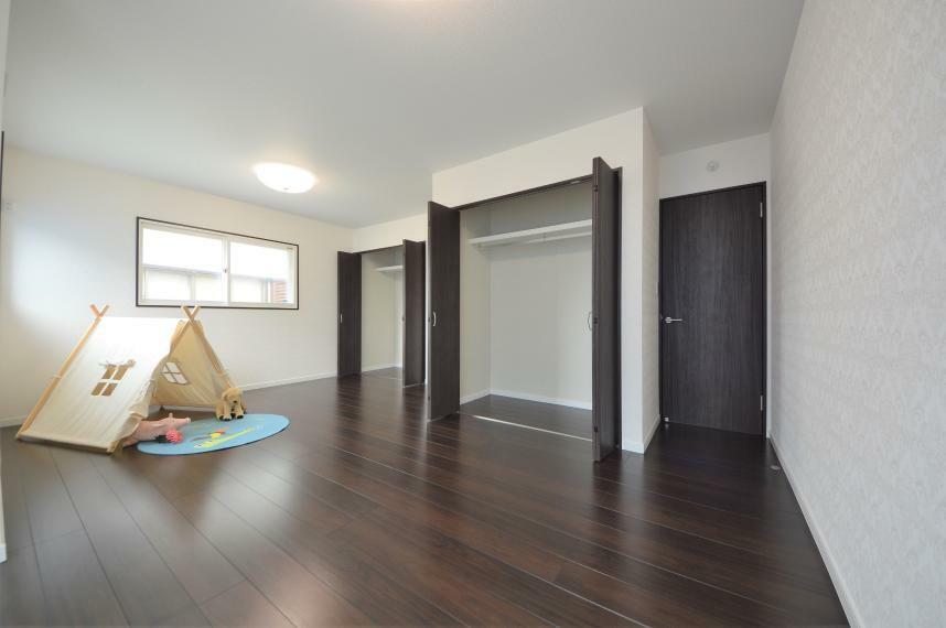 同仕様写真(内観) 子供部屋を2部屋繋げた、約12.5畳の広い部屋