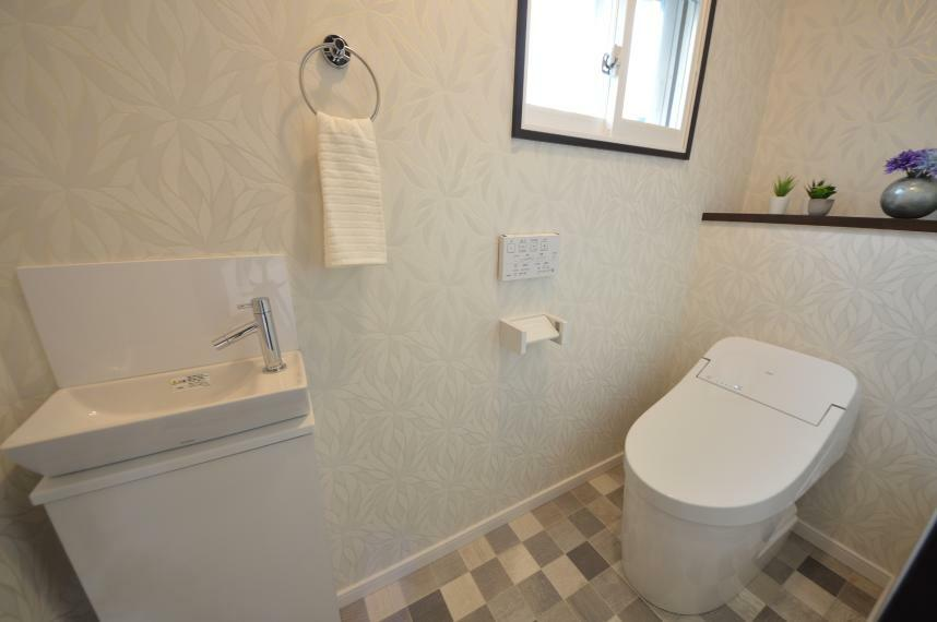 同仕様写真(内観) スッキリとした、手洗い付きトイレ