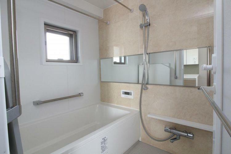浴室 マンションでは珍しい窓付の浴室です
