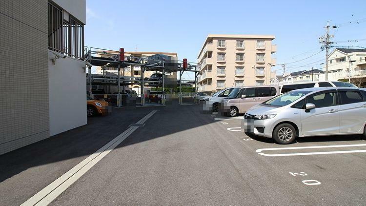 敷地内駐車場 敷地内に駐車場があります