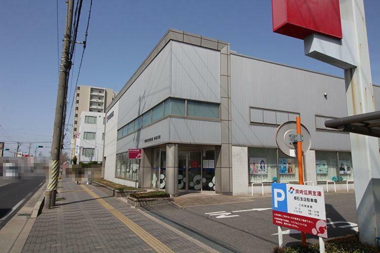 銀行 岡崎信用金庫根石支店 徒歩2分。