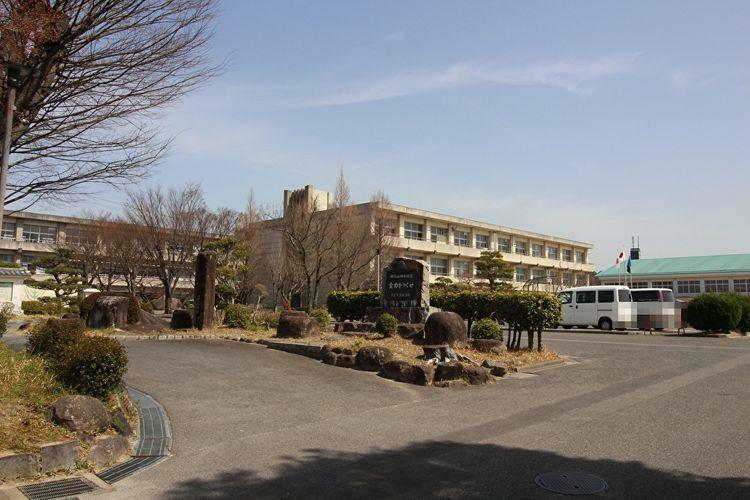 小学校 岡崎市立根石小学校 徒歩8分。