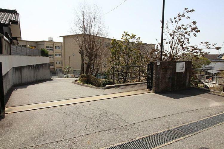 中学校 岡崎市立甲山中学校 徒歩21分。