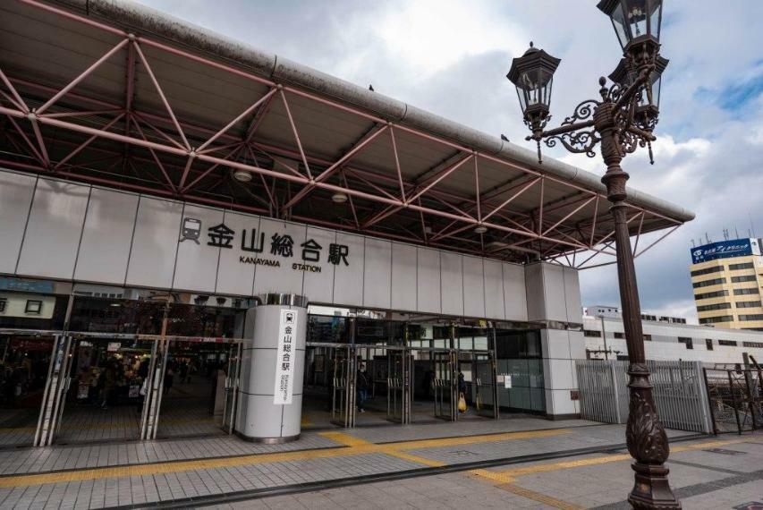 金山駅まで、六番町駅から乗車4分。約10分で通勤可能。