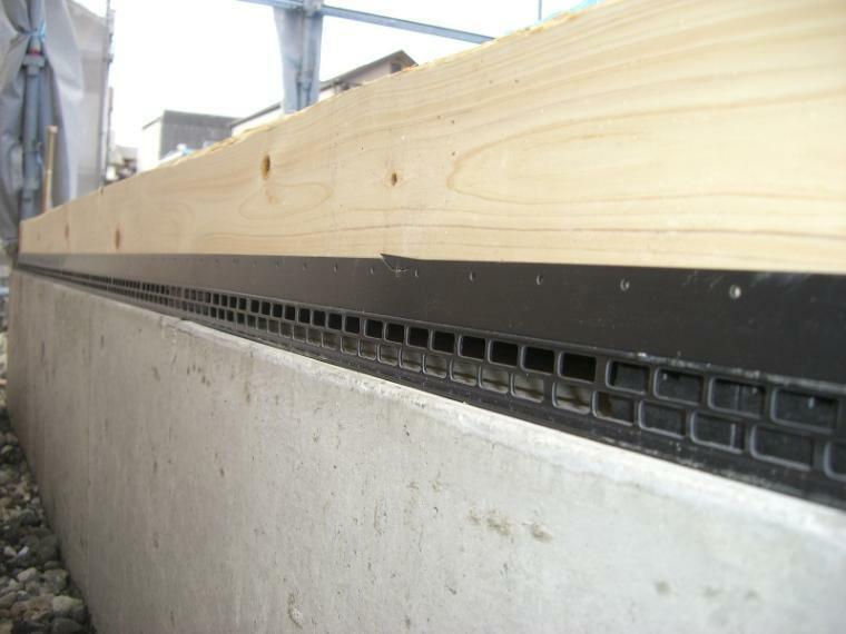 構造・工法・仕様 基礎パッキンにより基礎全体に通風が確保され湿気が床下に溜まりません。