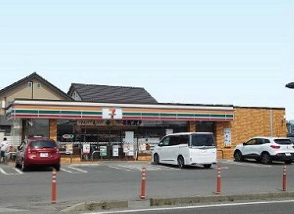 コンビニ 「セブンイレブン八島田店」まで約390m(徒歩約5分)。急なお買い物でも気軽に行ける距離ですね。  (2019年7月撮影)