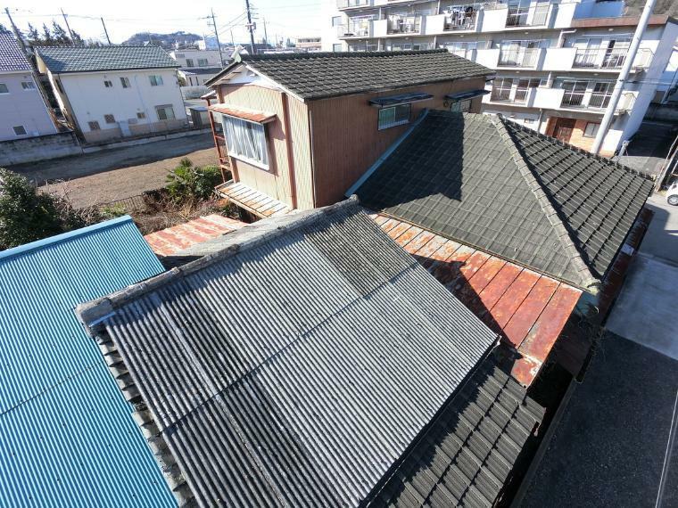 現況写真 東側の建物と屋根が続いています(詳細はお問い合わせください)