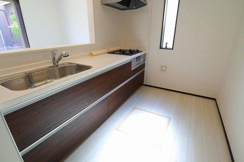 キッチン キッチン  使い勝手の良いカウンターシステムキッチン  対面式なので家族の様子を見守りながら家事ができますね