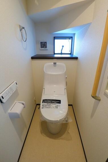 トイレ トイレ  各階にトイレがあると夜間に階段を使わずに済むので便利ですね