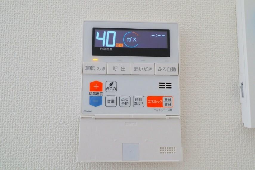 発電・温水設備 オートバスパネル いつでも適温のお風呂に入れるのが嬉しいですね  キッチンなどから操作ができるので便利です