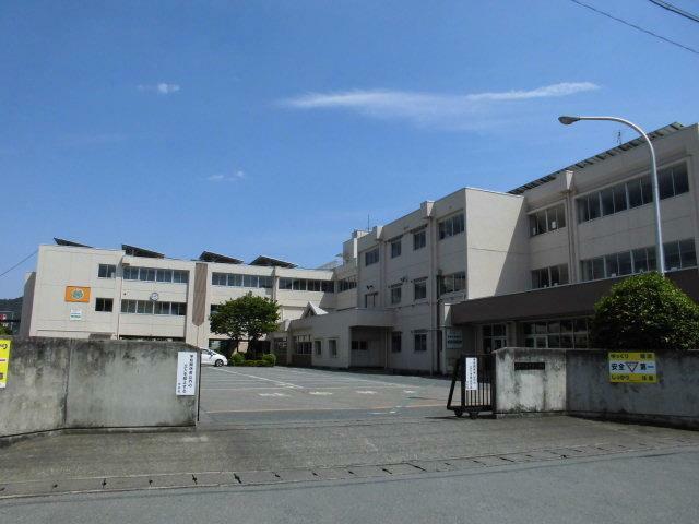 小学校 足利市立青葉小学校 総合グランドや市民体育館が近くにある小学校です