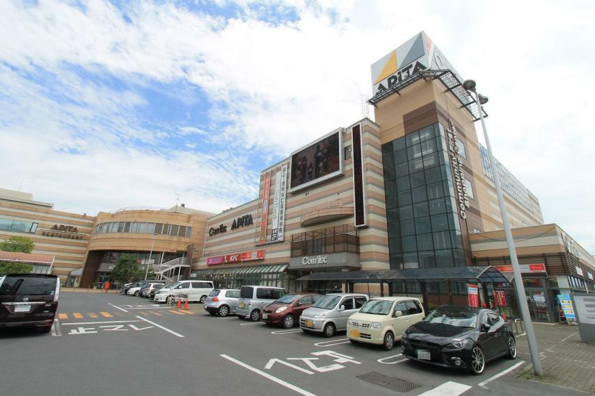 スーパー アピタ足利店 日常生活に必要な全ての物が手に入る商業施設です。徒歩圏内に病院やコンビニ、飲食店も多く点在するので車のない生活も可能です!