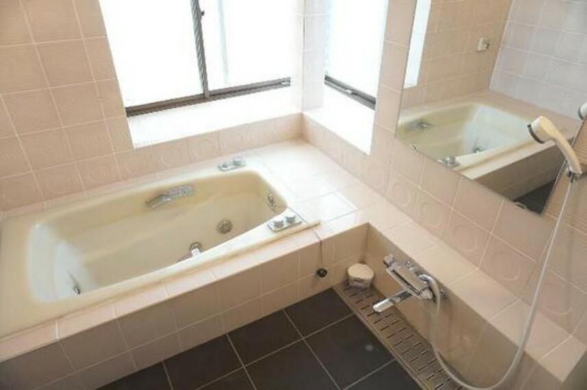 浴室 洗い場もゆったりした浴室でお子様とワイワイ楽しめそうですね。