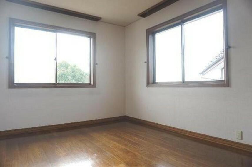専用部・室内写真 2面採光で明るい室内です。