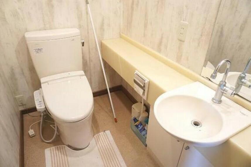 トイレ 各階にトイレがあるので、朝の忙しい時間帯もご家族がスムーズに準備できますね。
