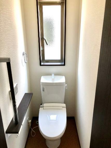 トイレ トイレは各階に配置しております。手摺もあるため、腰への負担も軽減!お子様のご使用時もサポートします。
