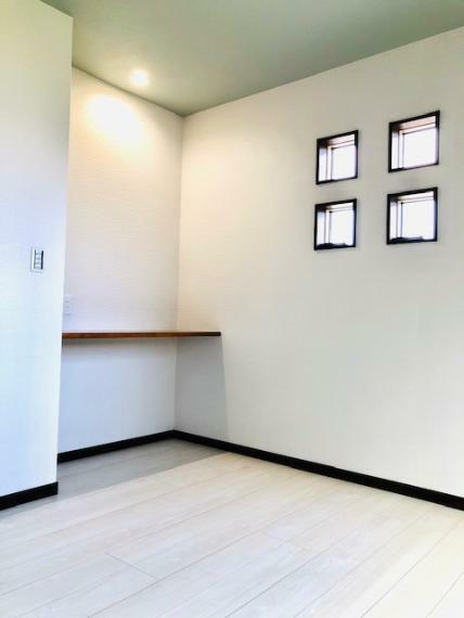 洋室 全居室にスタディーカウンターを設けているため、お一人おひとりの用途に合わせてご活用いただけます。