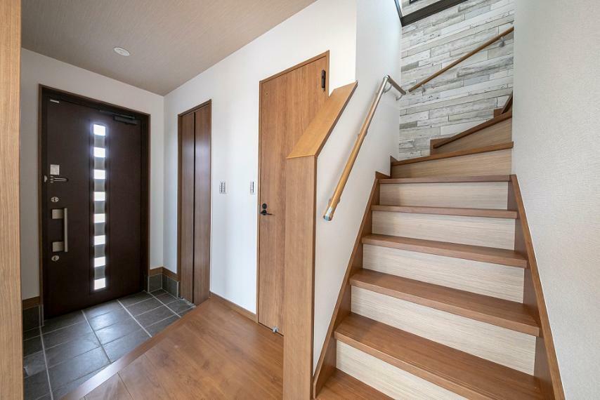 玄関 2020年9月完成済の3LDKタイプ!W売電システム「ソラエネスマート」を採用したエコ住宅です!
