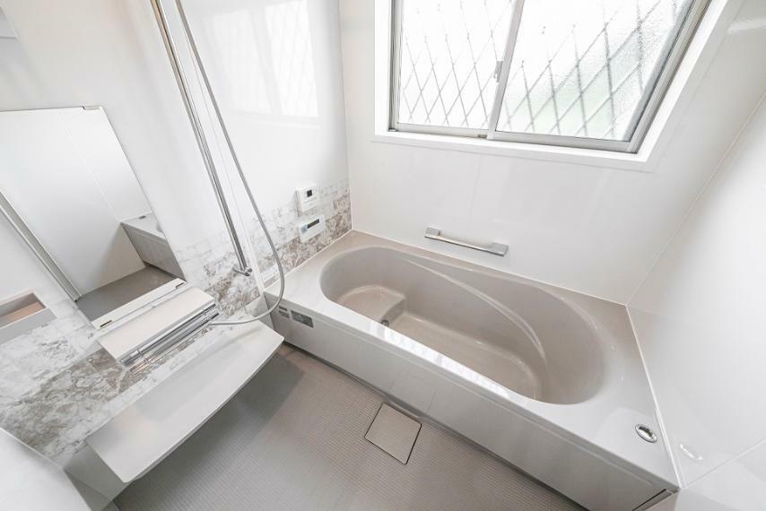 浴室 浴室換気乾燥機を搭載した1坪タイプの浴室です。ミストサウナ機能があり、一日の疲れを芯から癒せます。