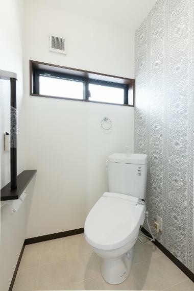 同仕様写真(内観) アズマハウスのお家はトイレの中までお洒落な空間となっております!完成までしばらくお待ちくださいね。