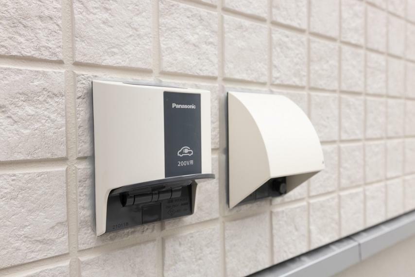発電・温水設備 【EVコンセント】 電気自動車用コンセント付の物件は、まだ少数派!変わりゆく時代に即した設備をどんどん取り入れています。