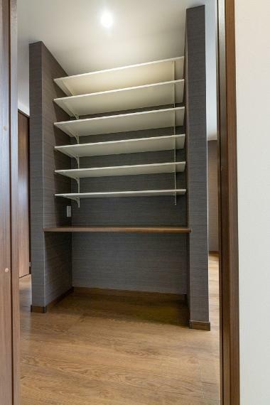 収納 各居室に加え、玄関・キッチン・洗面室など、室内の随所に収納を確保した収納豊富な間取りです。