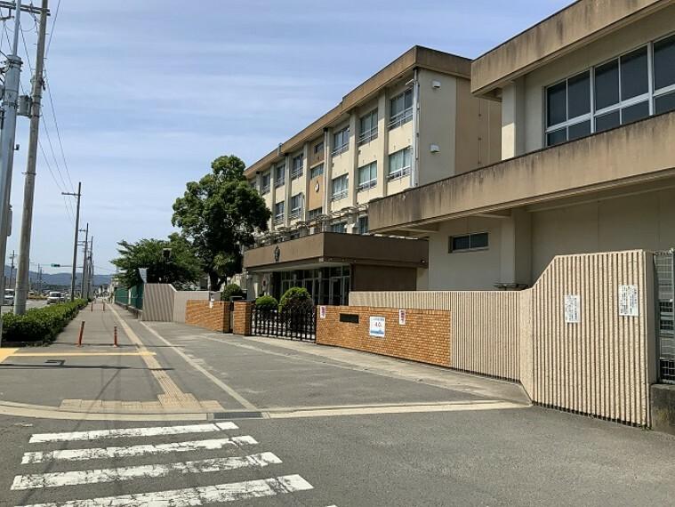 小学校 和歌山市立宮小学校 約640m(徒歩8分)/令和2年6月撮影 距離表示は、2号地を起点としています。距離・時間は地図上の概算で、徒歩時間は80m=1分として換算したものです。