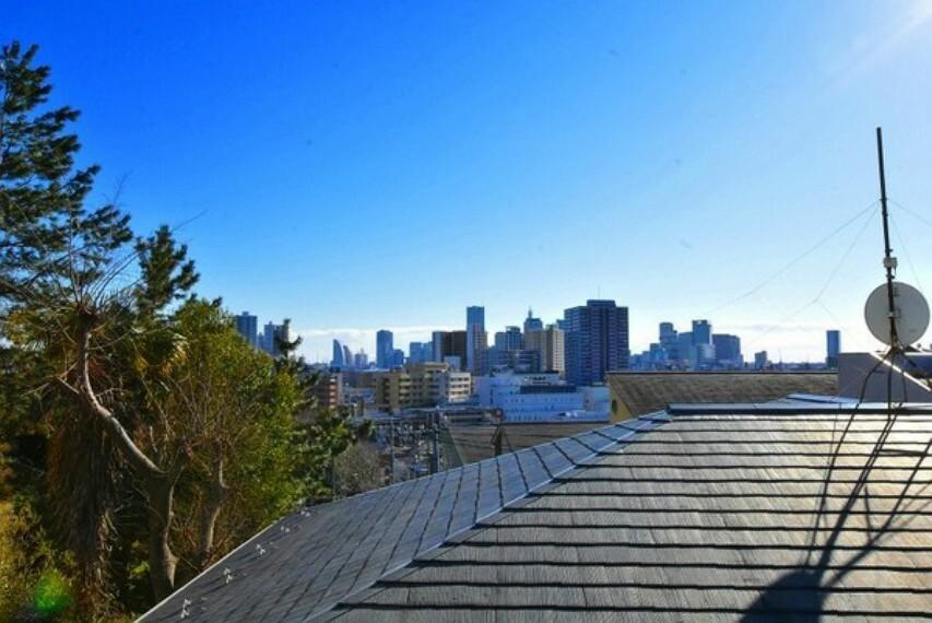 眺望 風が心地よく開放感たっぷりの眺望です。横浜駅周辺~みなとみらい方面の眺望です。