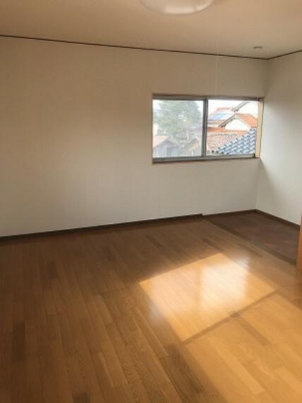洋室 洋室の床もピカピカ