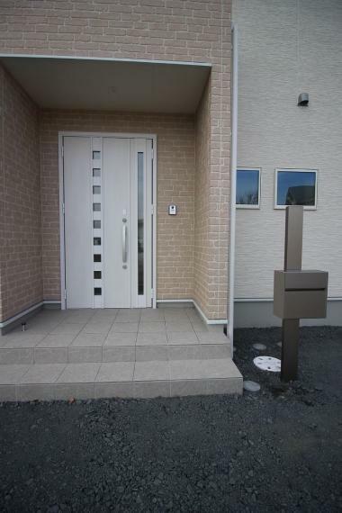 玄関 玄関ドアとポスト