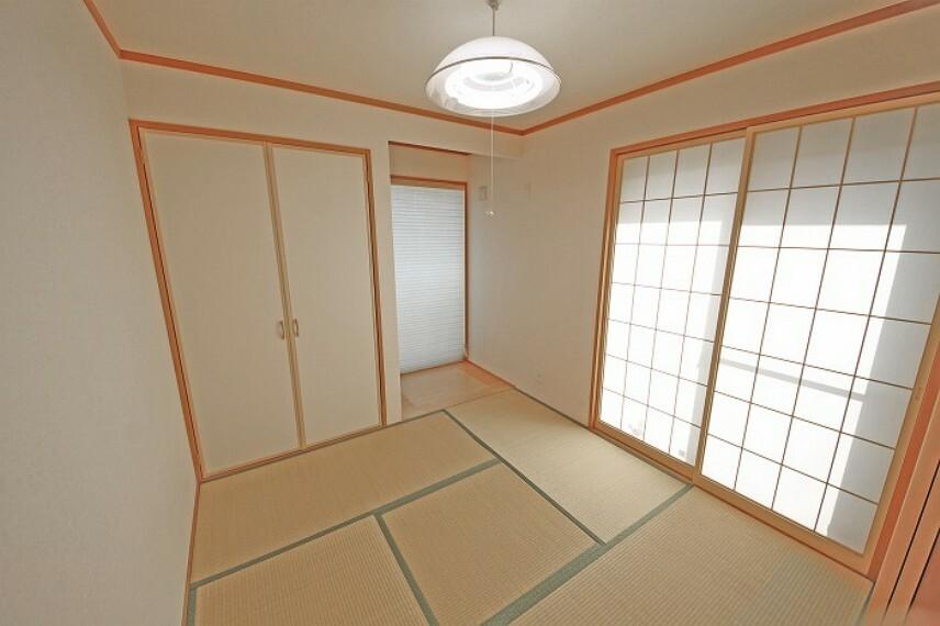 居間・リビング プライベートな時間もゆったり過ごせる和室。
